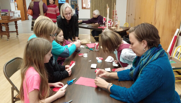 People of all ages enjoyed making Advent wreaths and crafts